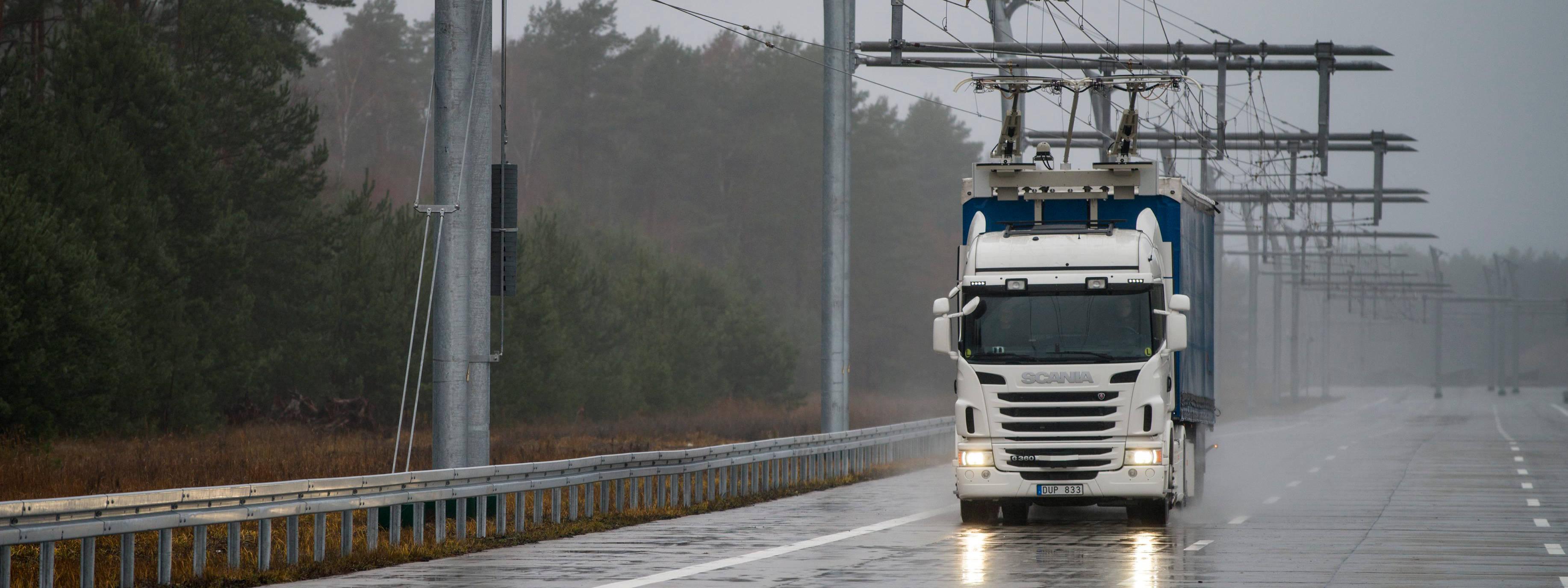 Lastbilar från Scania ska testa elvägen väster om Sandviken.