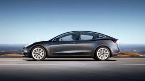 Bra räckvidd, men usla bromsar. Consumer Reports är inte imponerade av Tesla Model 3.