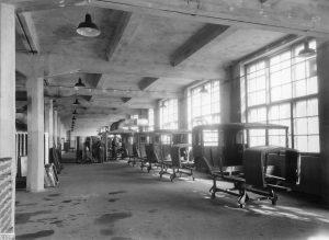 Mycket har hänt sedan den här bilden togs 1944. Nu vill regeringen satsa på elektrifiering. Foto: Tekniska museet/Flickr